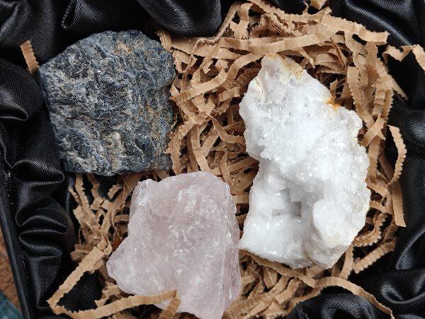 bergkristal, rozenkwarts en toermalijn