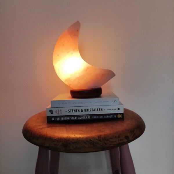 Miracle Monday Zoutlamp maan krukje veraf